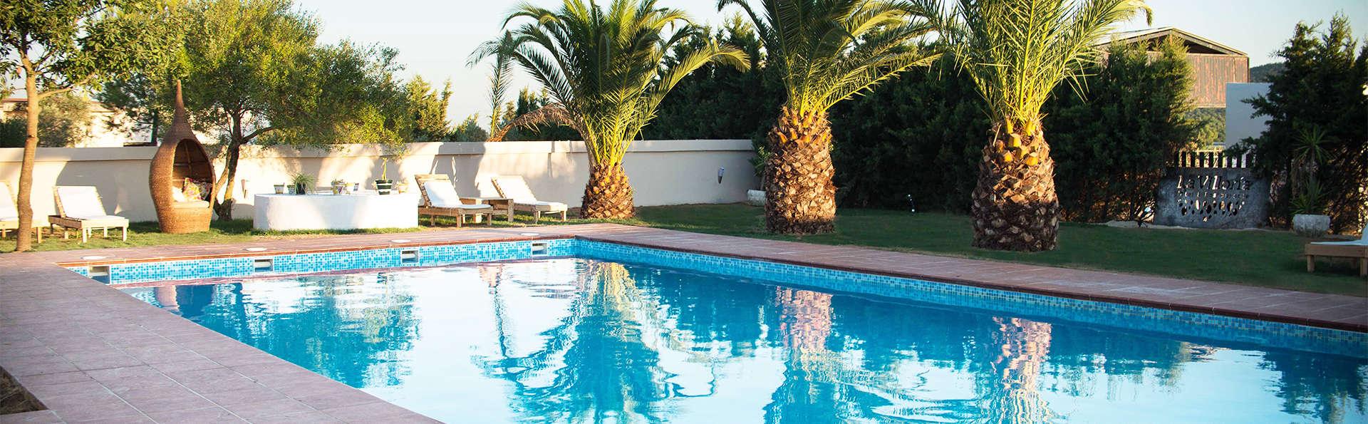 Hotel Restaurante La Villoría - EDIT_pool.jpg