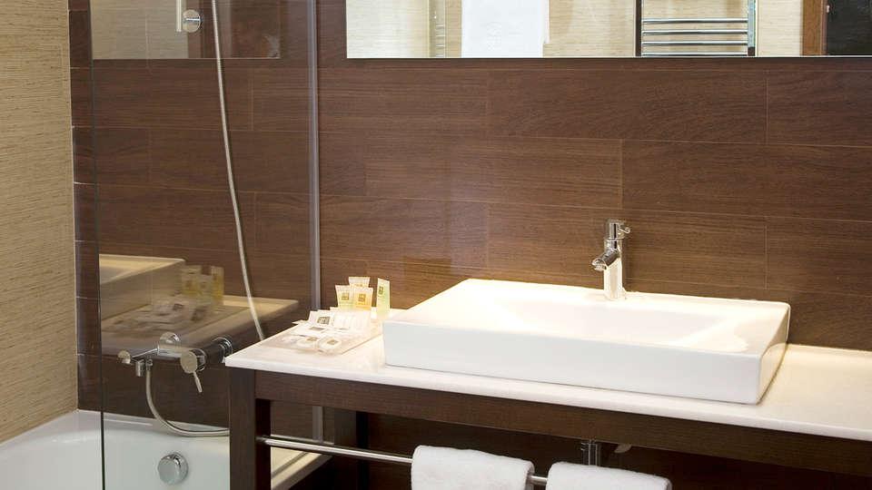 Hotel Compostela - EDIT_Room.jpg