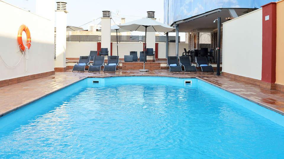 Hotel Corona de Granada - EDIT_pool2.jpg