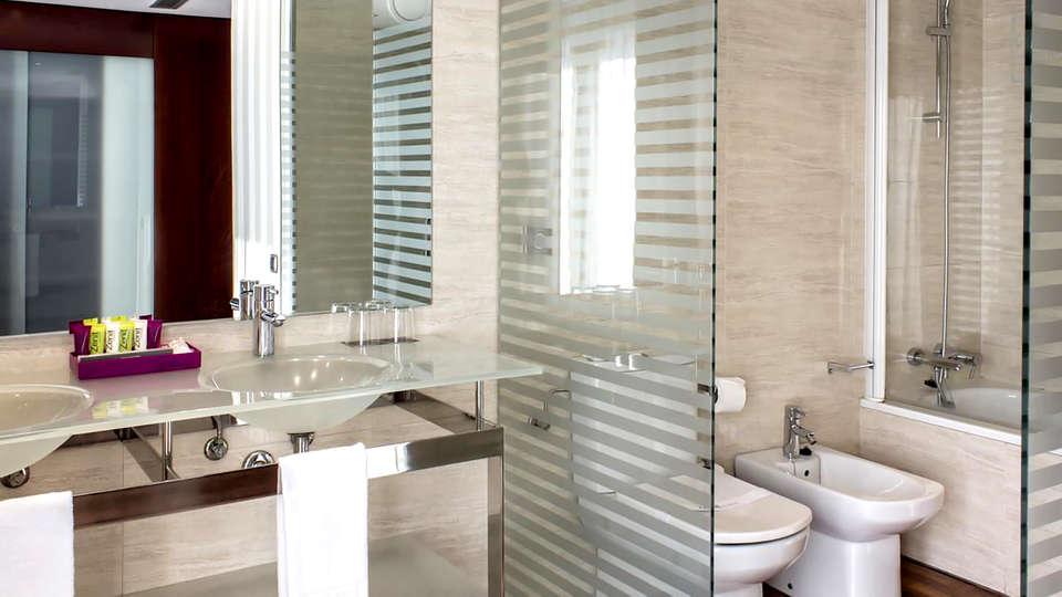 Hotel Zenit Lisboa - Edit_Bathroom.jpg
