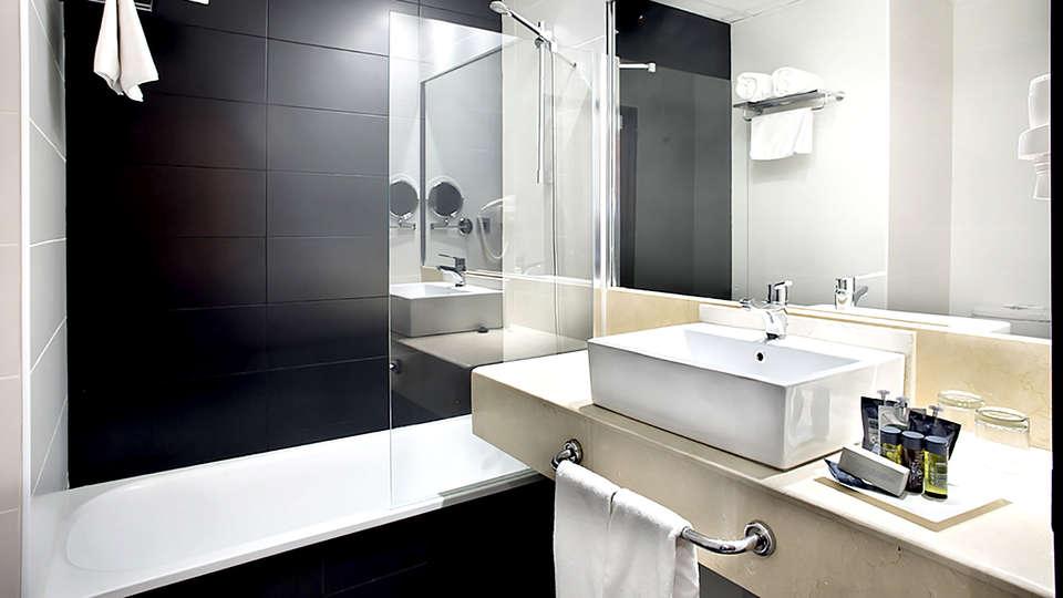 Hotel Weare Chamartín - Edit_Bathroom.jpg