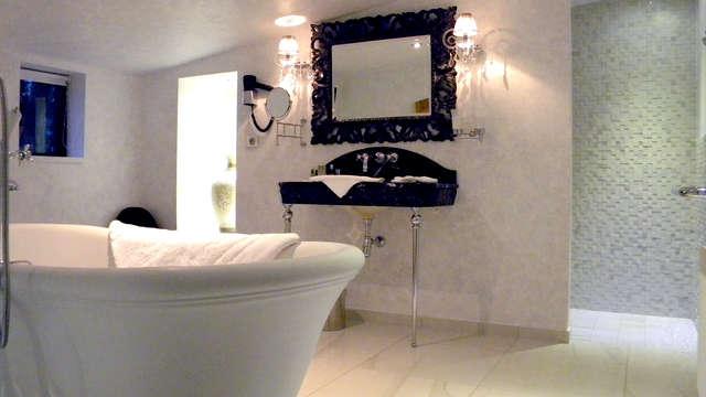 Domaine Chateau du Faucon - Bathroom