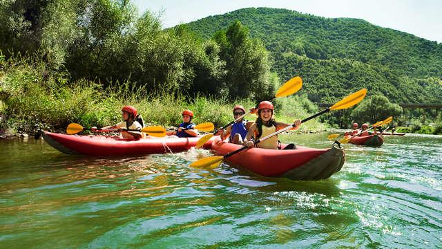 Vive la aventura con Weekendesk con descenso en canoa por el Río Sella