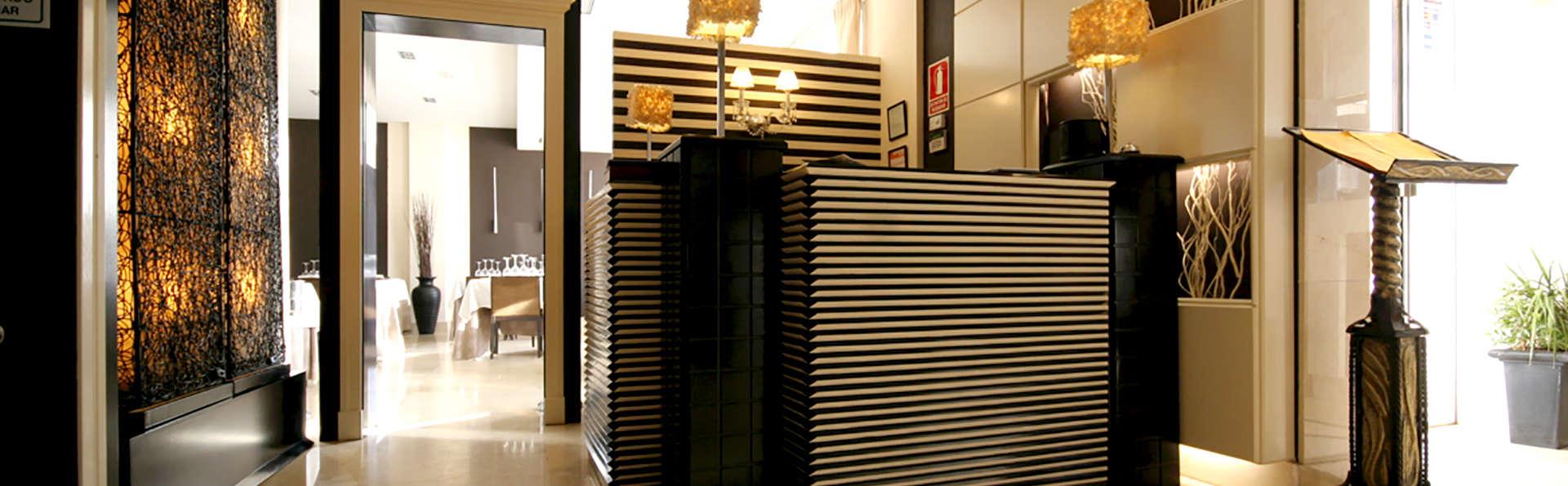 Hotel Asador H.M Versus - Edit_Reception2.jpg