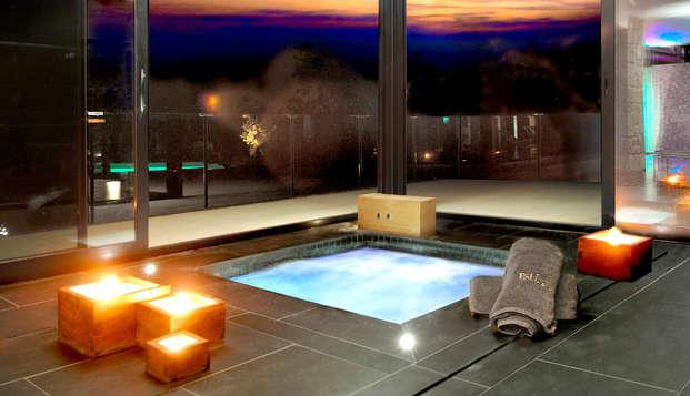 Escapada romántica con un baño de flores con cava, Spa y cena en Calders