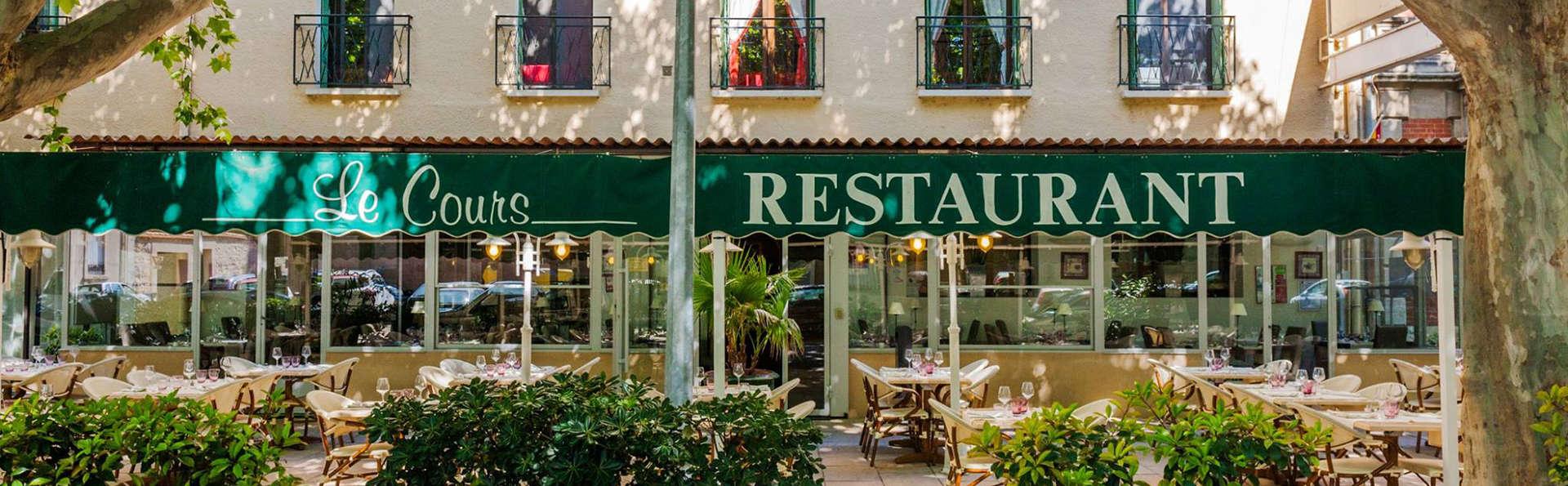 Logis Hôtel le Cours - EDIT_terracefront.jpg