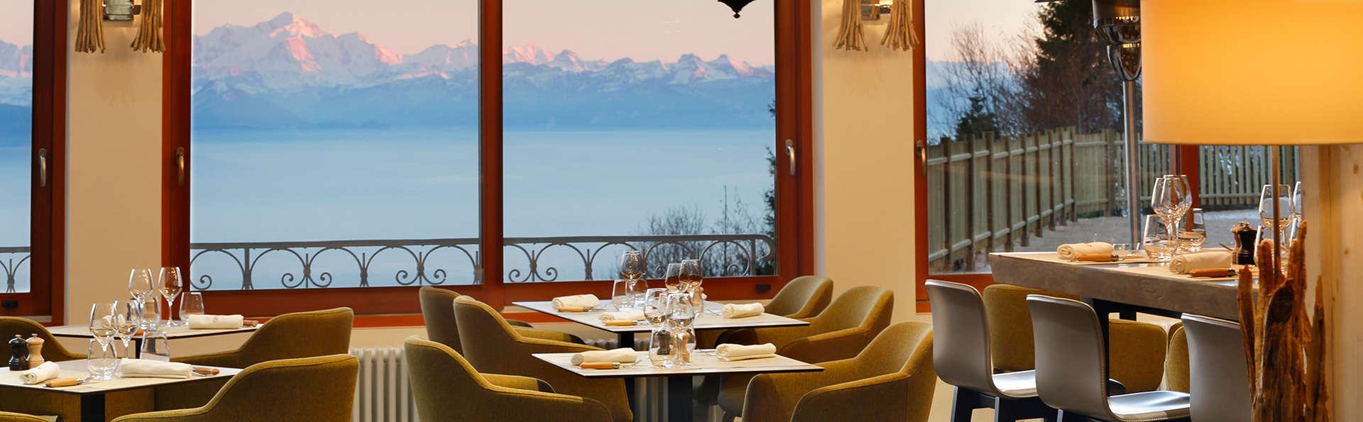 Voyage gustatif avec dîner dans un restaurant panoramique entourés par les montagnes du Jura