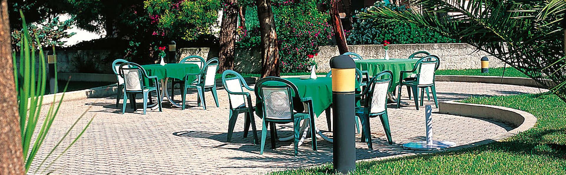 Hotel Clorinda Paestum - Edit_Terrace.jpg
