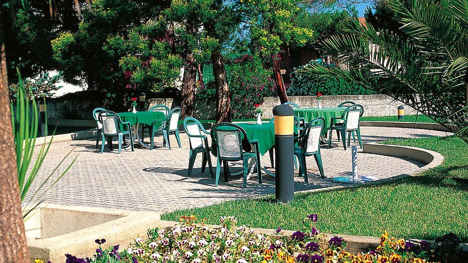 Hotel Clorinda - Edit_Terrace.jpg