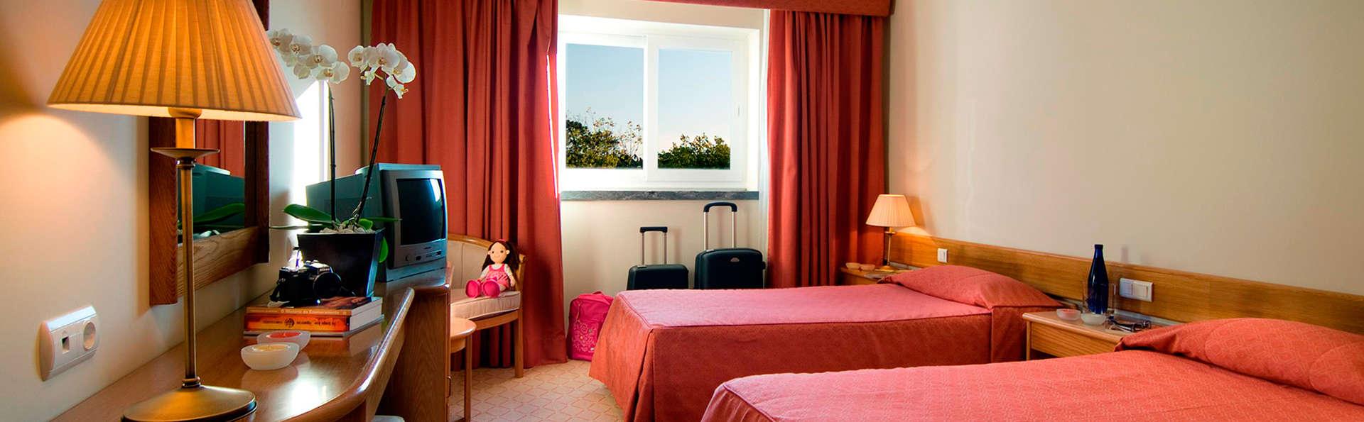 Hotel Cruz Alta - EDIT_room2.jpg