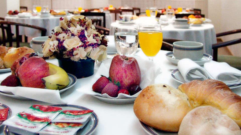 Hotel Cruz Alta - EDIT_breakfast.jpg