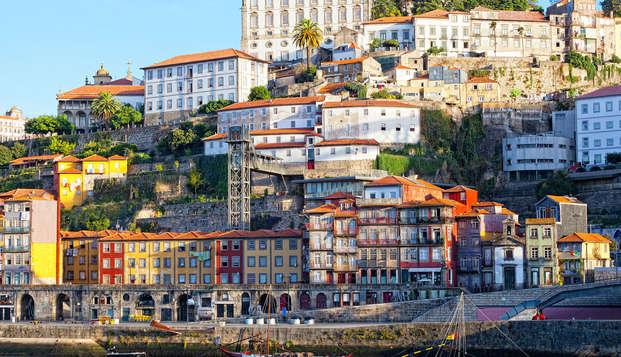 Escapada en un moderno y céntrico hotel de Oporto con degustación de vino incluida (no-reembolsable)