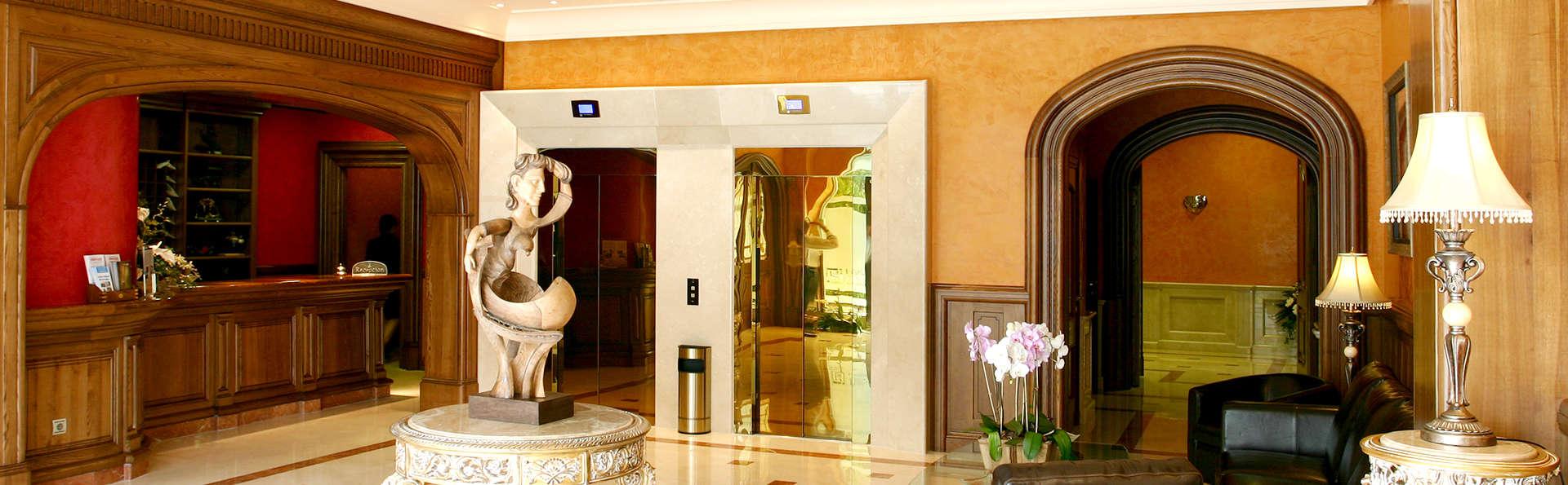 Hotel Sercotel Guadiana - Edit_Hall.jpg