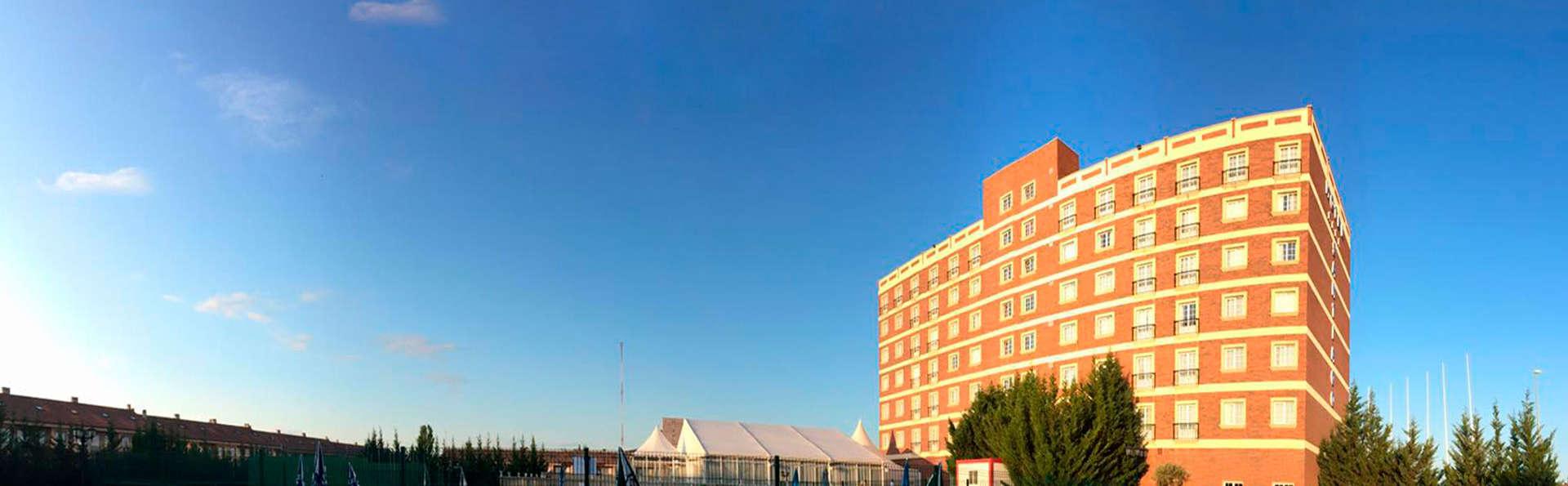 Hotel Santiago León - edit_pool2.jpg