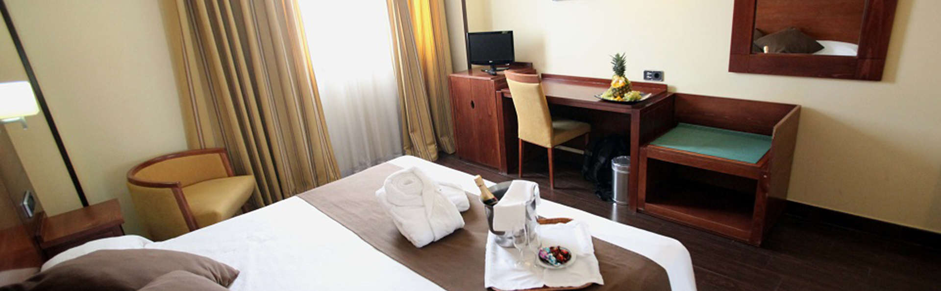 Hotel Hidalgo - EDIT_room2.jpg