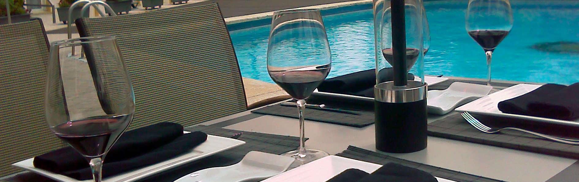 Hotel Osuna - edit_pool1.jpg