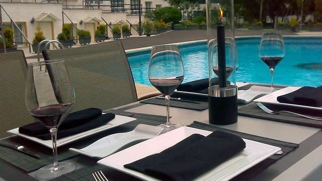 Fuga d'amore alle porte di Madrid con cena e champagne