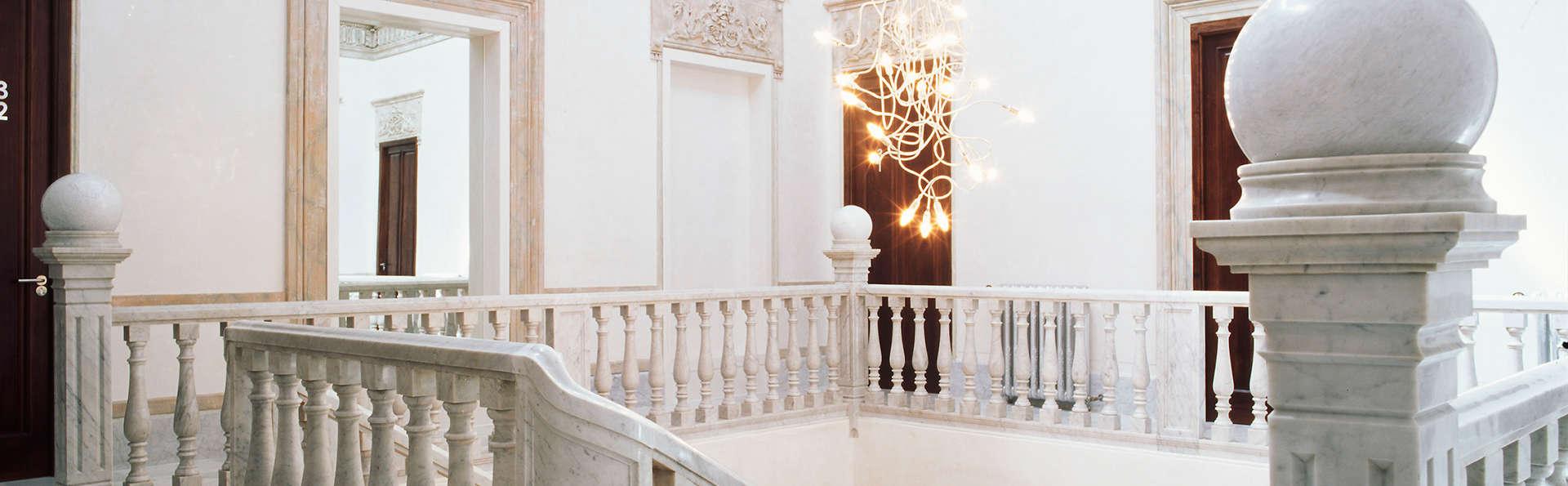 Hotel Hospes Palacio de los Patos - EDIT_interior1.jpg