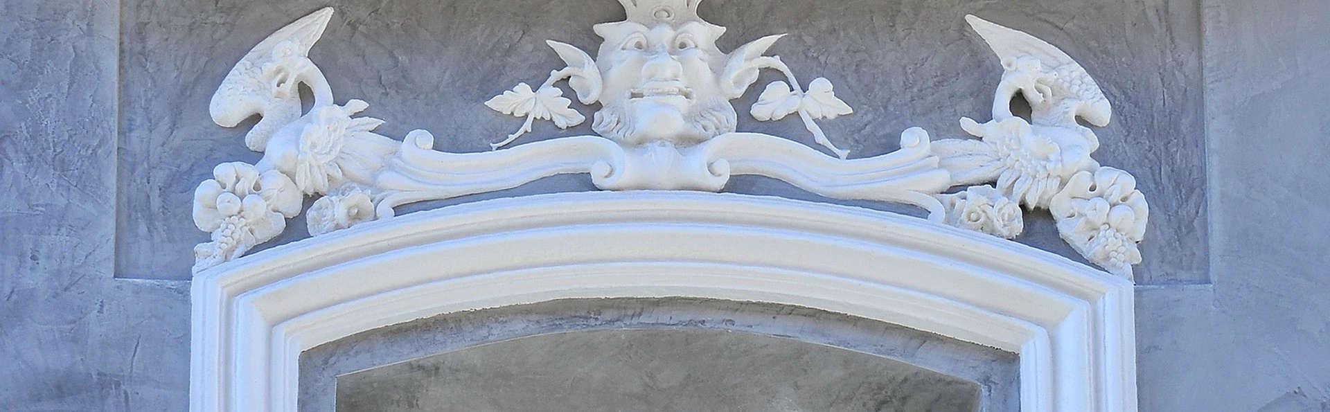 El Armador Casa Palacio - edit_detail_front.jpg