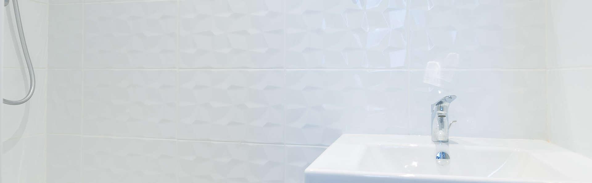 Maison Montgrand Marseille Vieux-Port - Edit_Bathroom.jpg