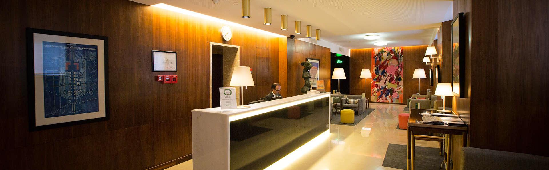 Hotel Miraparque - EDIT_reception.jpg