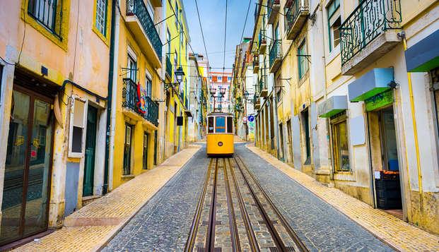 Escapada romántica con desayuno en la habitación, bombones y copa de bienvenida en Lisboa
