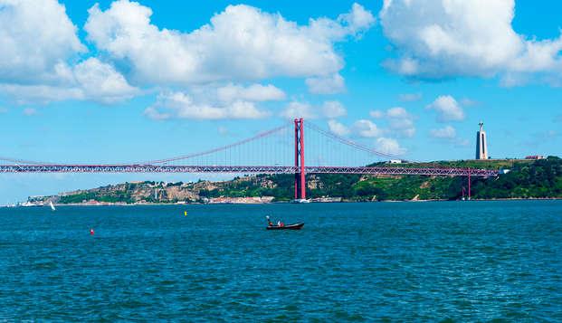 Escapada con paseo en lancha por el río Tajo en un encantador hotel en Lisboa