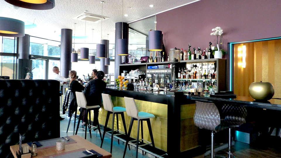Univers Hotel Brasserie - Edit_Bar2.jpg