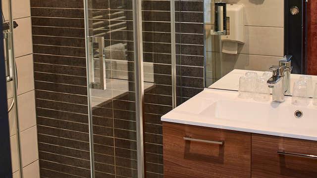 La Cremaillere Cote Mer et Hotel Cote Jardin - NEW bath
