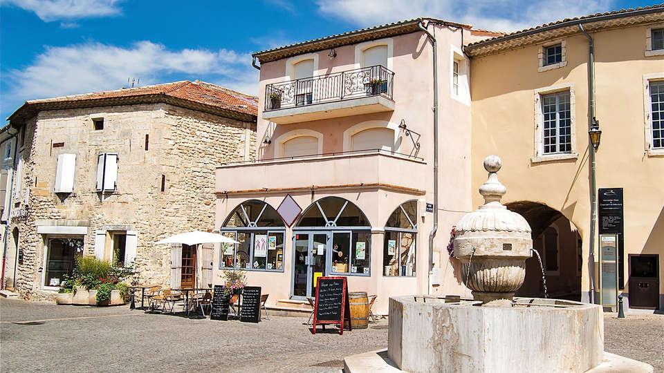 Hôtel L'Esplan - Edit_SaintPaulTroisChateau.jpg
