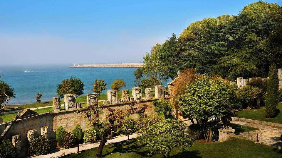 Pazo Los Escudos Hotel & Spa Resort - EDIT_Garden1.jpg
