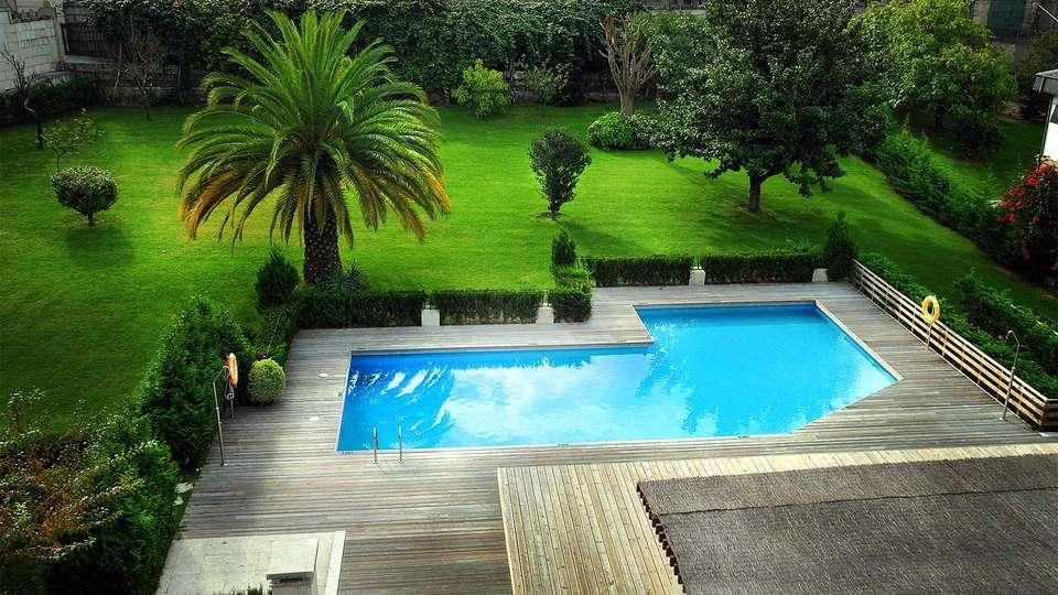 Pazo Los Escudos Hotel & Spa Resort - EDIT_Pool.jpg
