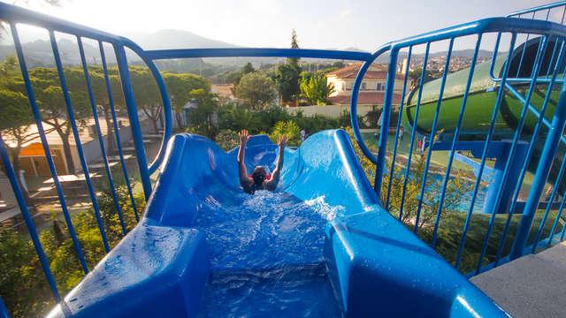 Geniet van de zon en de toegang tot het waterpark aan de Costa Maresme