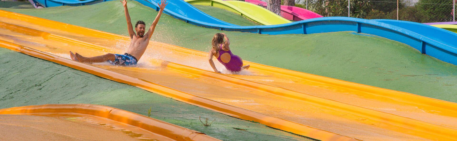 ¡Diversión asegurada con entradas al parque acuático Isla Fantasía!