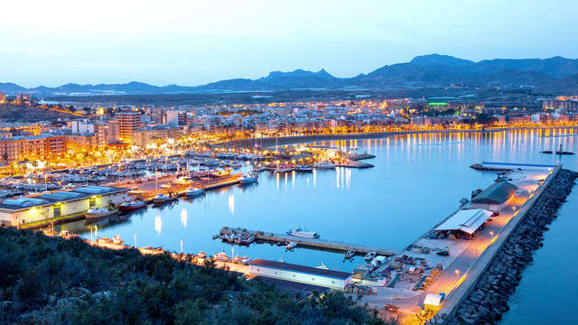 Vacaciones en Mazarrón en habitación con terraza vistas al mar con desayunos gratuitos