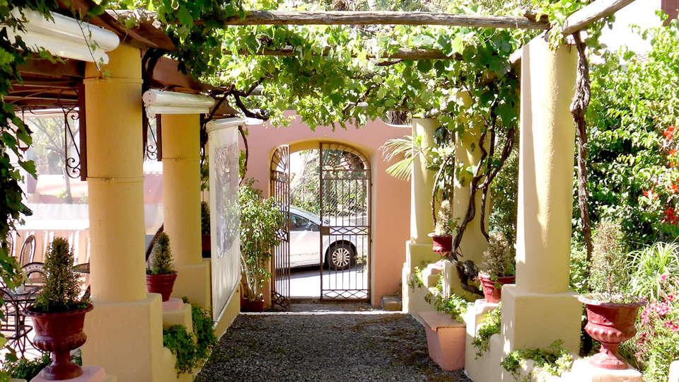 Hotel Villa de Pasquale - Edit_Entrance2.jpg