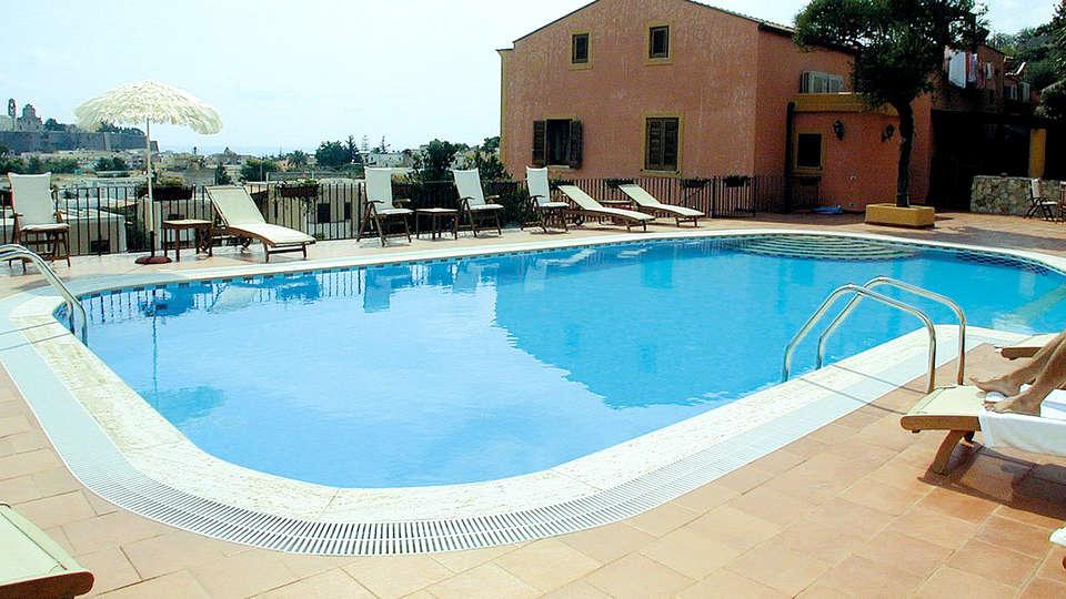 Hotel Villa de Pasquale - Edit_Pool2.jpg