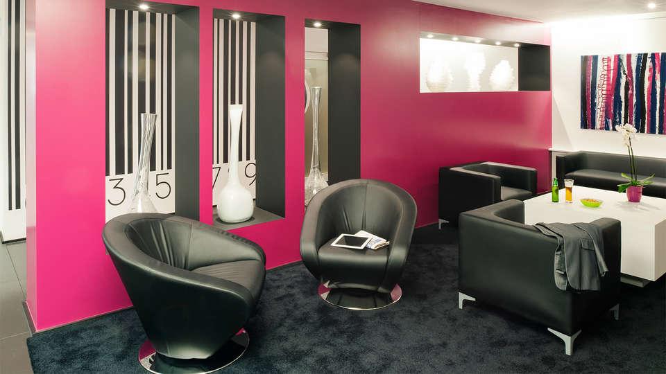 Ibis Styles Brussels Louise - EDIT_Lobby6.jpg