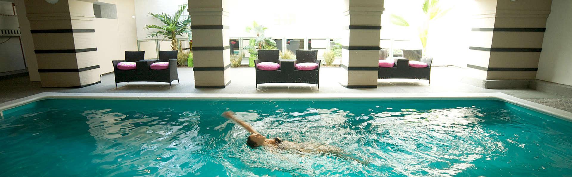 Floris Karos Brugge - EDIT_Pool.jpg