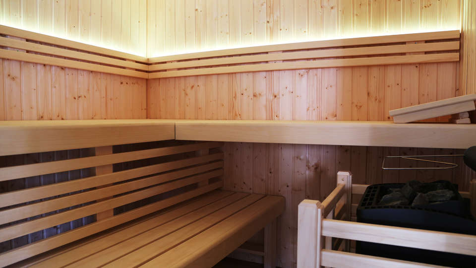 Hotel Du Commerce - EDIT_sauna.jpg
