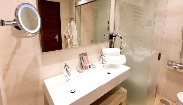 Barcelo Granada Congress - bathroom