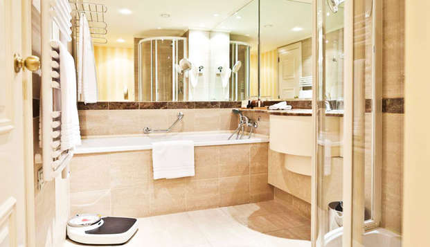 Hotel Le Chatelain - bath