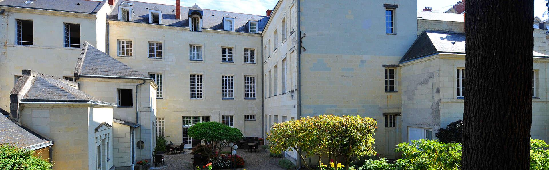Anne d'Anjou - EDIT_Exterior.jpg