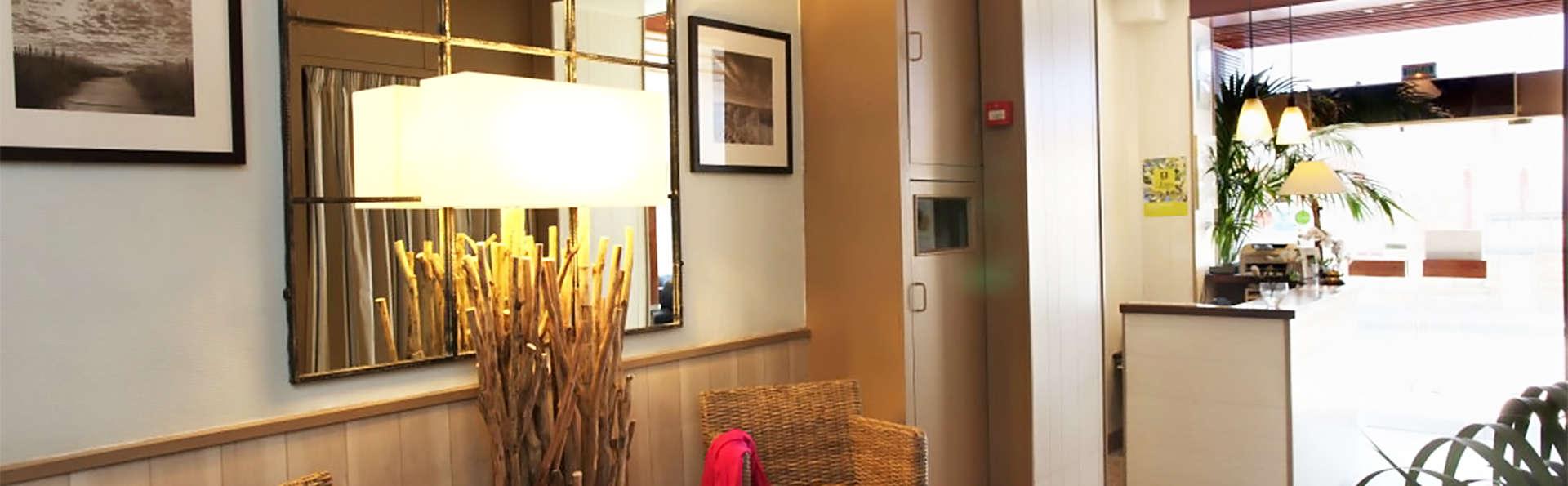 Hôtel des Druides - EDIT_lobby1.jpg