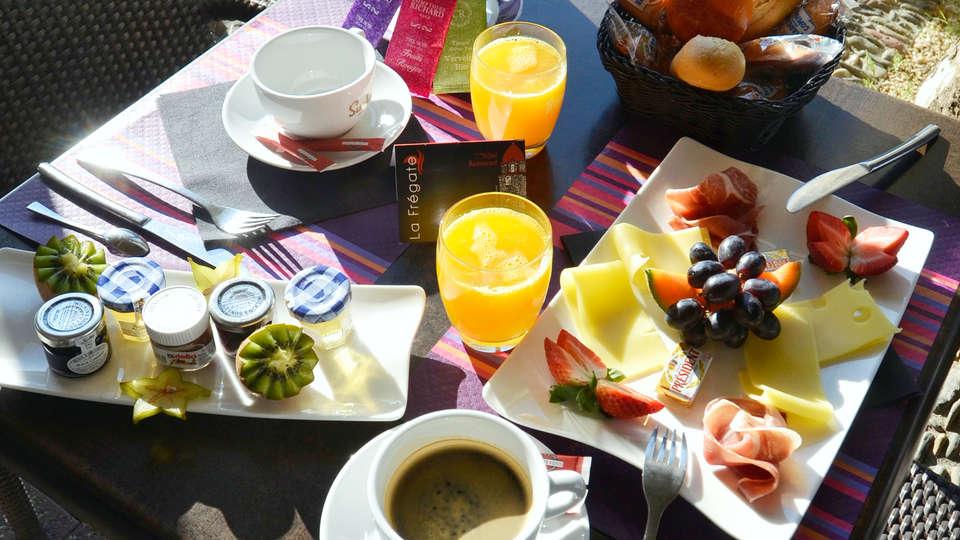 La Frégate - EDIT_NEW_breakfast.jpg