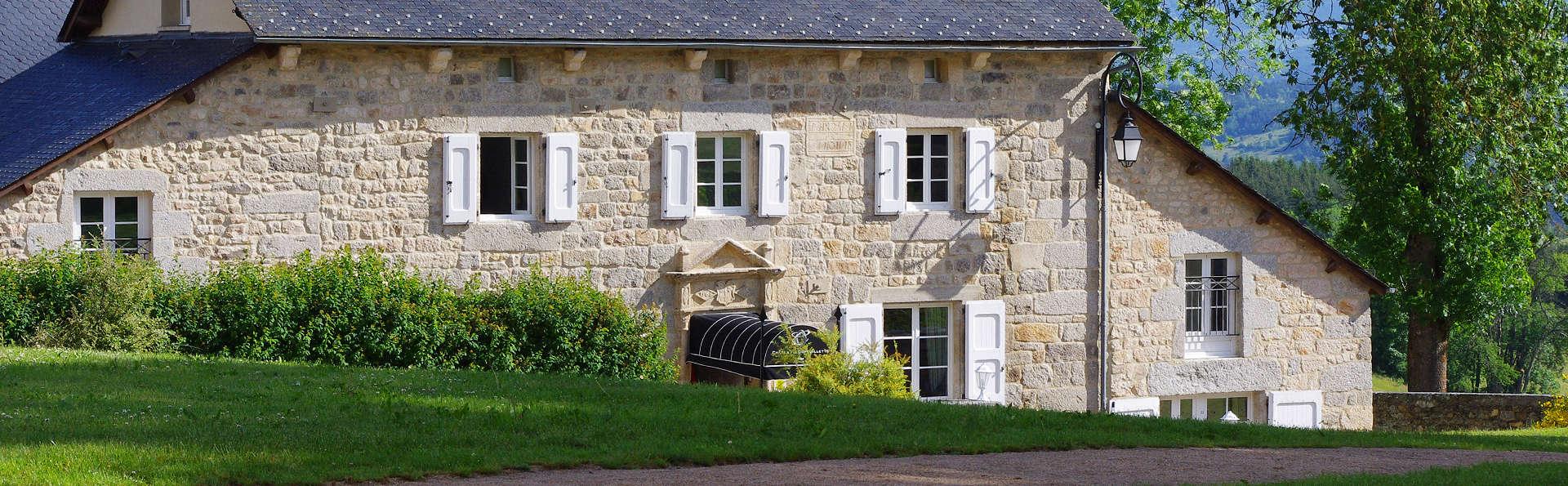 Château d'Orfeuillette  - EDIT_Exterior.jpg