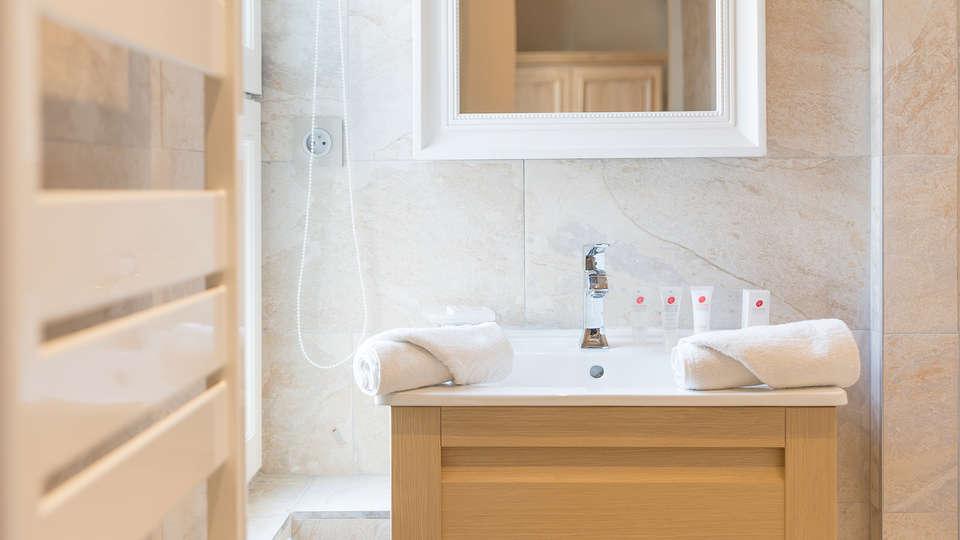 Villa Odette - EDIT_NEW_bath.jpg