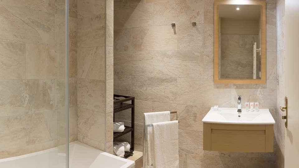 Villa Odette - EDIT_NEW_bath1.jpg