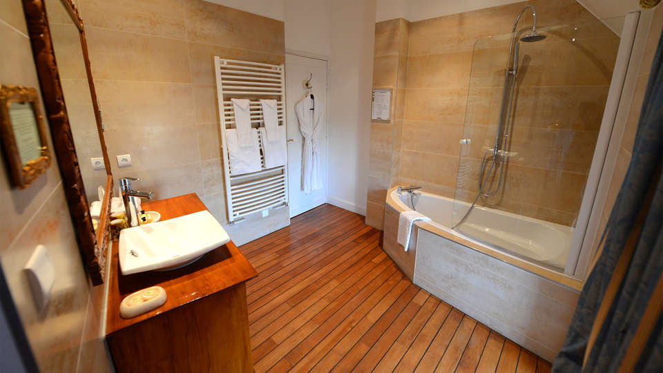 Château Hotel du Boisniard - EDIT_Room4.jpg