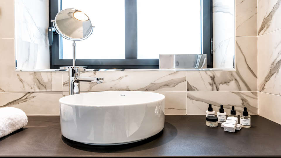 LAZ Hôtel Spa Urbain Paris - EDIT_bath.jpg